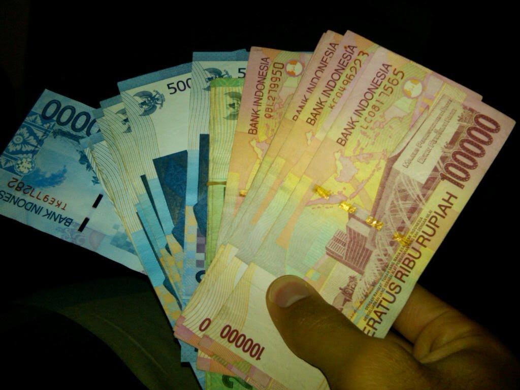 screensaver uang 100 000 rupiah