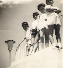 Crianças no coreto do jardim, anos 60