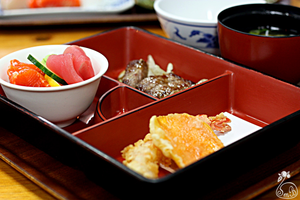 bento lunch box gold coast the round up brisbane s best bento boxes food drink sapporo bento. Black Bedroom Furniture Sets. Home Design Ideas