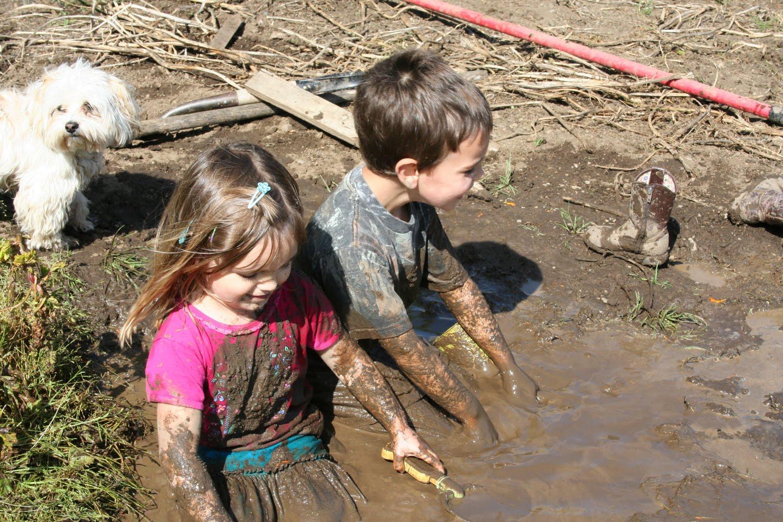 http://1.bp.blogspot.com/_kZKsXAZ_AsY/S9JWXw5RQEI/AAAAAAAABxg/vxNouVJu3iY/s1600/mud+bath1.jpg