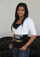 Tamil heroine priyamani hot looking stills Priyamani photos, Actress Priyamani sexy hot pics, Southindian actress priyamani saree images, National awader priyamani stills
