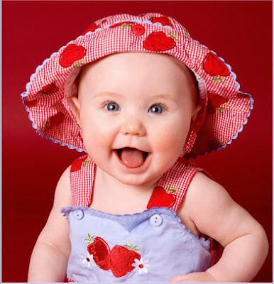 Girl baby wearing the cap photos