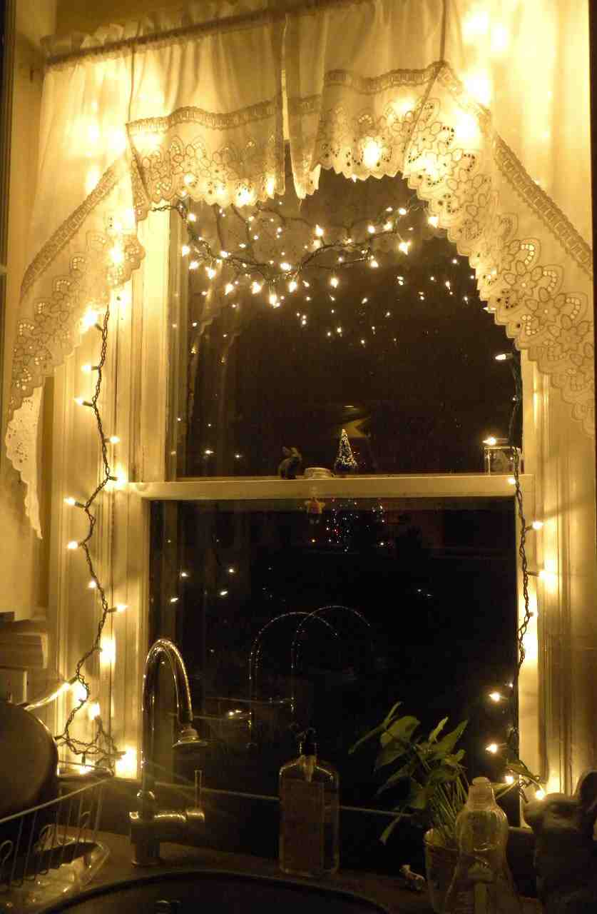 String Lights Around Window : studio lolo: More Monday Holiday Glimpses