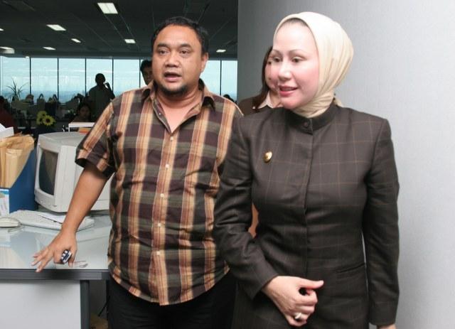 Margiono Meluncurkasn Black Campaign Demi Ratu Atut Chosiyah di Banten