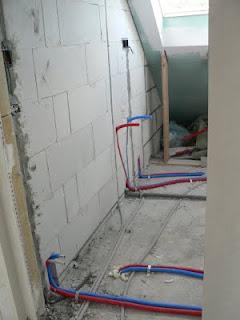 Ons huisje badkamer betegelen - Betegelen van natuurstenen badkamer ...