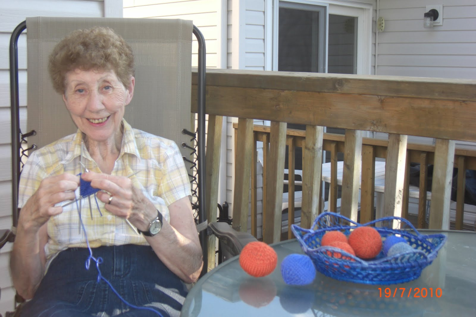Old Grandma Knitting : Crafters for critters grandma knitting wool cat toy balls