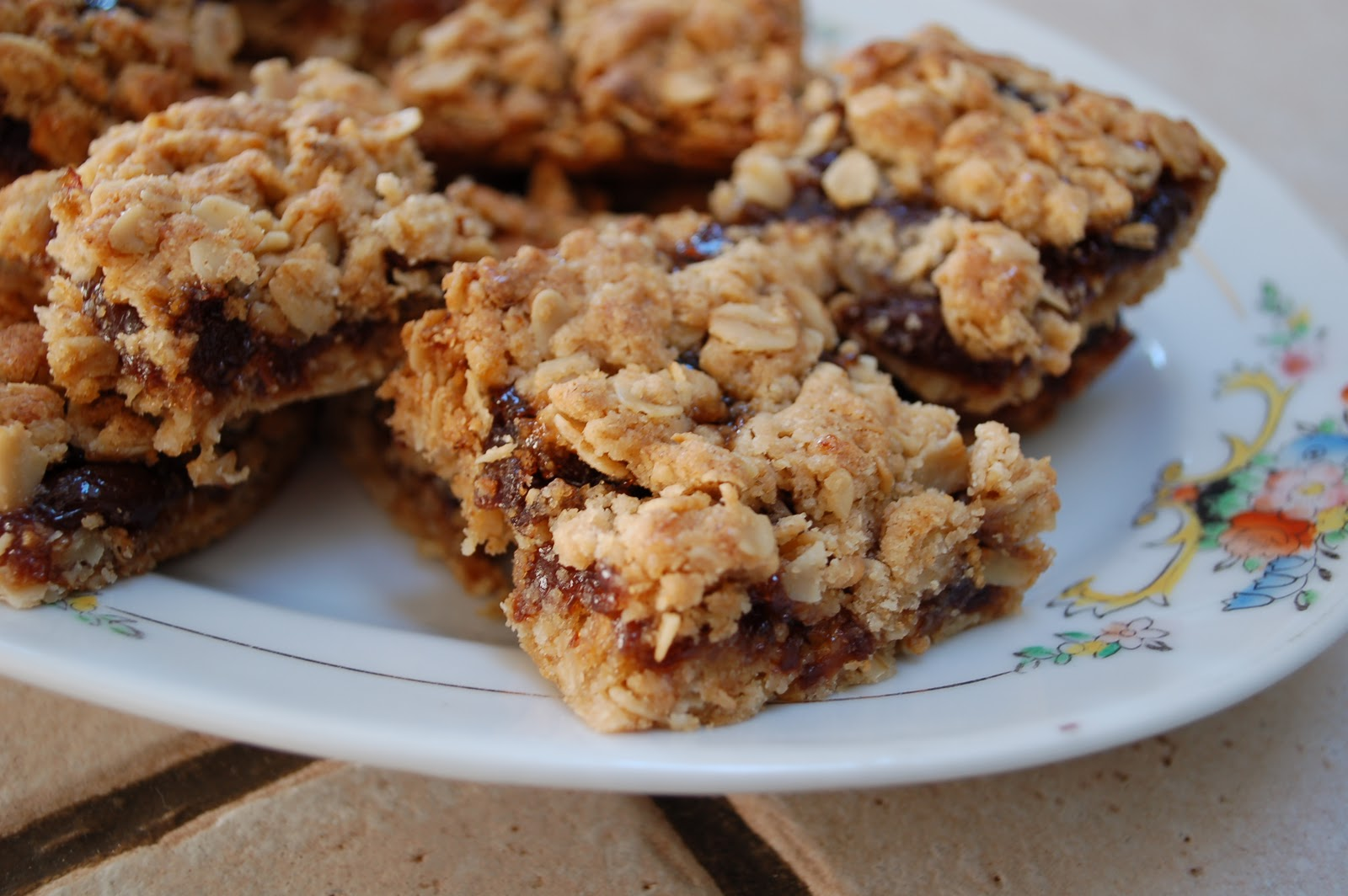 The Spice Garden: Apricot Cherry Oatmeal Bars - Gluten Free!