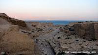 Израиль, TripBY, вид на Мертвое море через ущелье