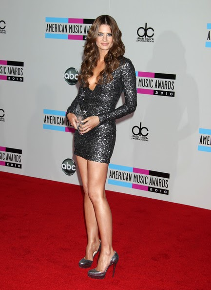 Steal Their Style Stana Katic At The 2010 Ama Awards