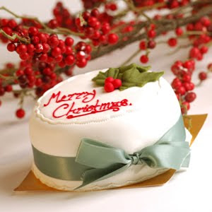 Decorated Merry Christmas cake written red letters image free Christmas wallpapers and Santa Claus Christmas photos download for free
