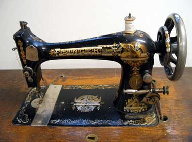 Antique Singer Sewing Machines - LoveToKnow: Advice women can trust