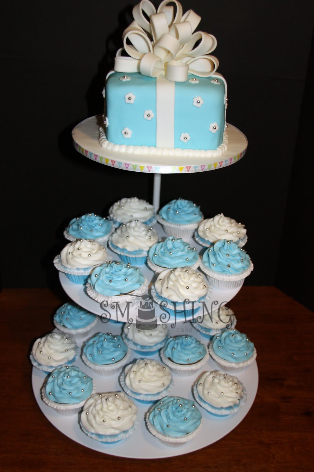 Smashing cake designs blue and white baby shower cupcake for Baby shower cake decoration idea