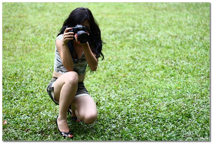 Bila Photographer Pegang KameraBeginila Jadinya