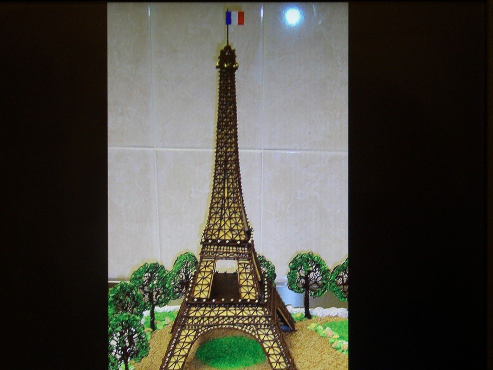 Cooking Delicious Food This Eiffel Tower Is A Cake
