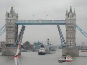 Tower Bridge (tower bridge open)