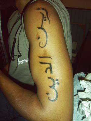 arabic tattoo writing. rihanna tattoos arabic.