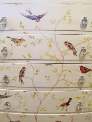 Комод с птицами