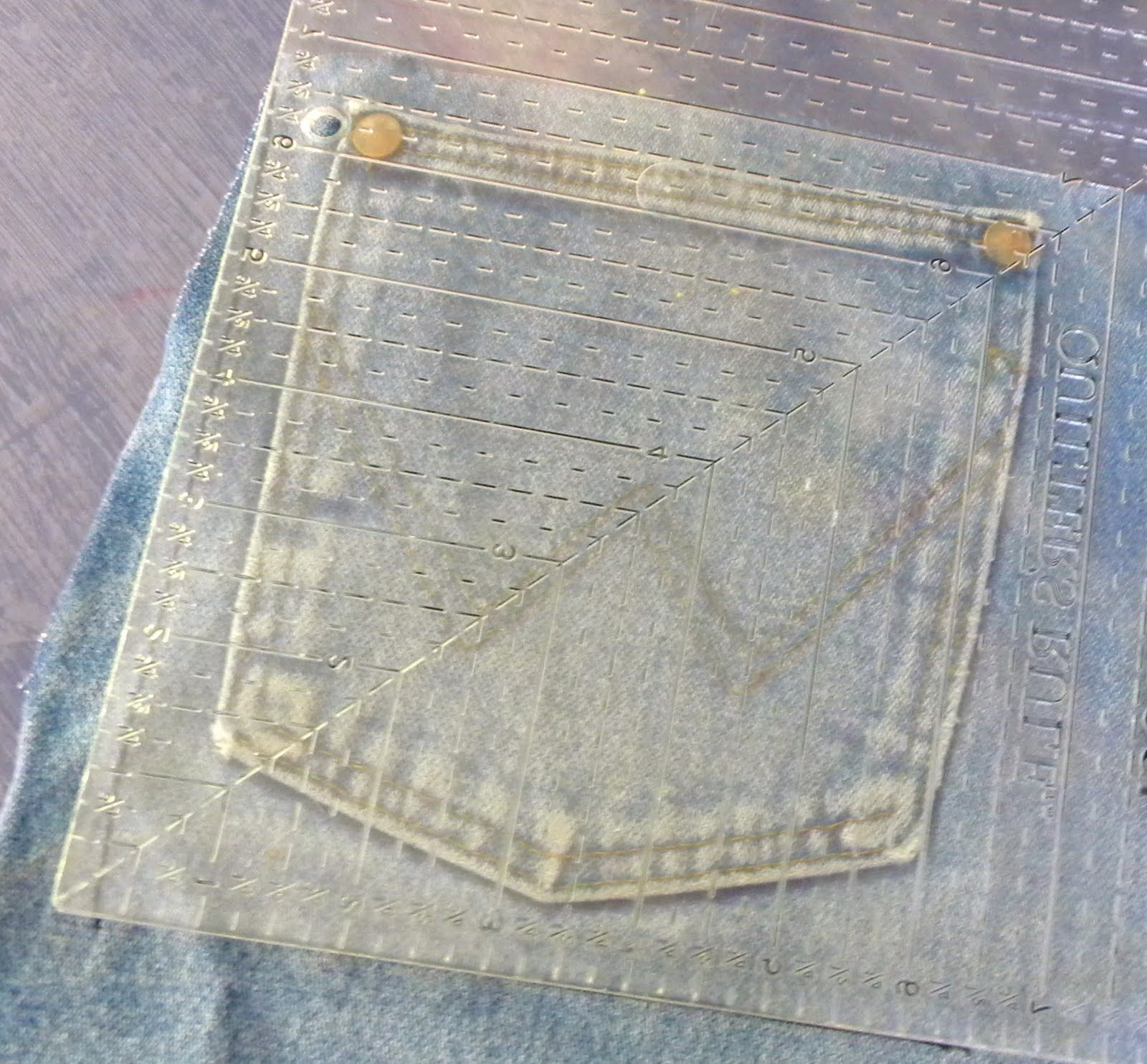Simply soares jean pocket pot holder tutorial step 1 using the straight edge draw around the pocket of the jeans i try to make the finished square a normal size i dont like thinking too hard solutioingenieria Image collections