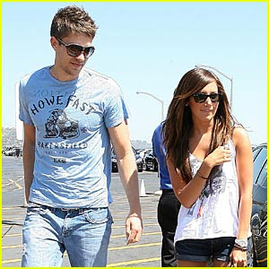 http://1.bp.blogspot.com/_kqiHBcDXFy4/Se0l9GfxlSI/AAAAAAAAACw/-H4knlgOrv8/s400/ashley-tisdale-scott-speer-dating.jpg