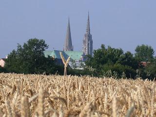La cathédrale de Chartres vue de la plaine de Beauce