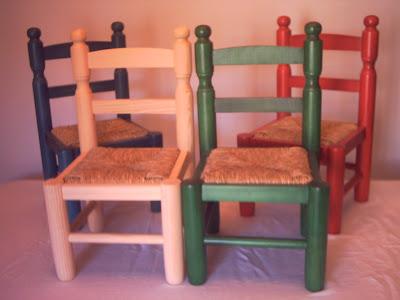 Mesas y sillas infantiles de madera y enea tel contacto for Sillas para iglesia en madera