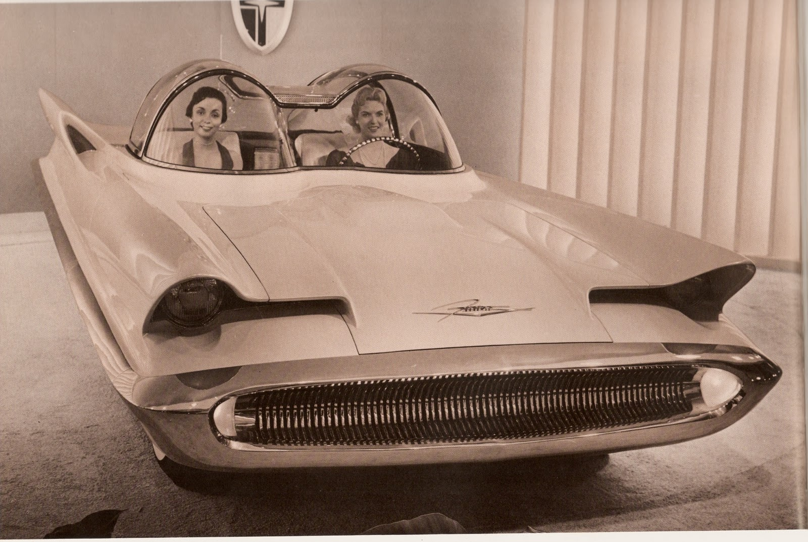 From The 1960s Tv Series You Re Not Mistaken But It S Batmobile This 1950s Sci Fi Looking Beast Is A Futuristic Concept Car Lincoln