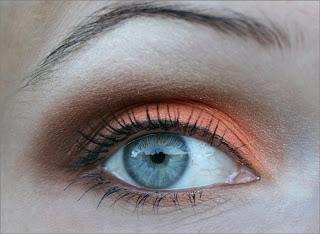 Ruskeaa ja oranssia