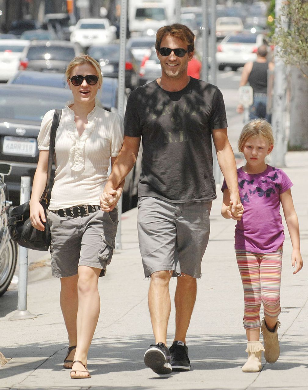 [Anna+Paquin+and+Stepehn+Moyer+and+his+daughter]