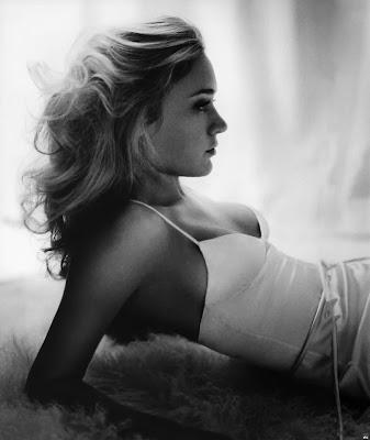 HBO's Big Love star Chloe Sevigny Naked Glamour Shots