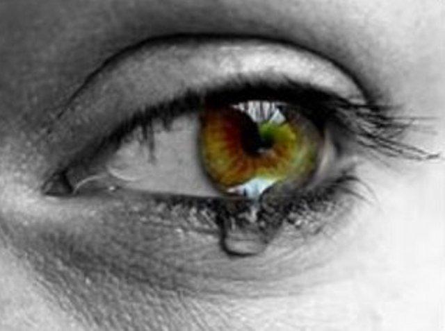 http://1.bp.blogspot.com/_ktqLlMJKNZE/SsD8HM0itZI/AAAAAAAABQA/9XXmOLaMoOo/s400/lagrima+olhos+choro+tristeza+amor+dor.jpg