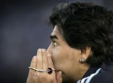 Maradona se la juega al contragolpe