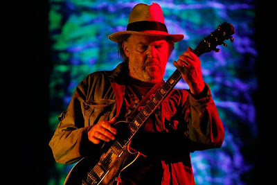 nashville-neil-young-6-1-10-old-black.jpg