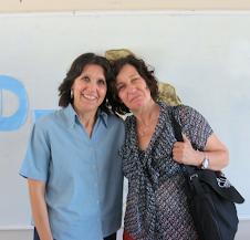Liliana Bodoc junto a una de sus admiradoras...