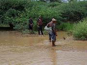 . las inundaciones podría solucionarse con proyectos de canalización. inundaciones
