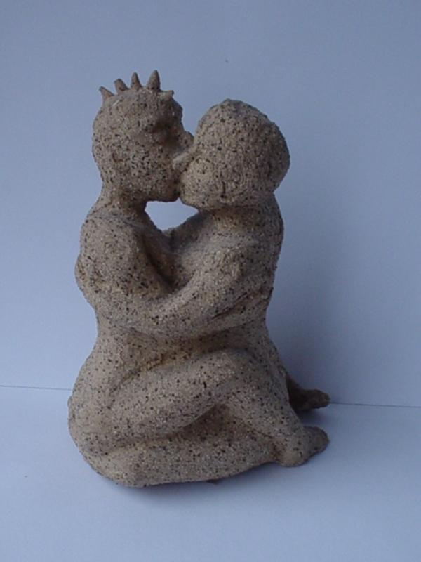 facts around us kiss sculpture art lovers kissing sculpture