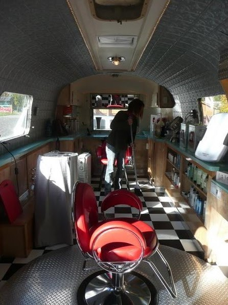 le blog du salon de coiffure salon dans une caravane airstream. Black Bedroom Furniture Sets. Home Design Ideas