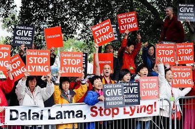 EL  DALAI LAMA ¿MÍSTICO O FARSANTE? Dalai+lama+-+CIA++-azuzan+separatismo+chino