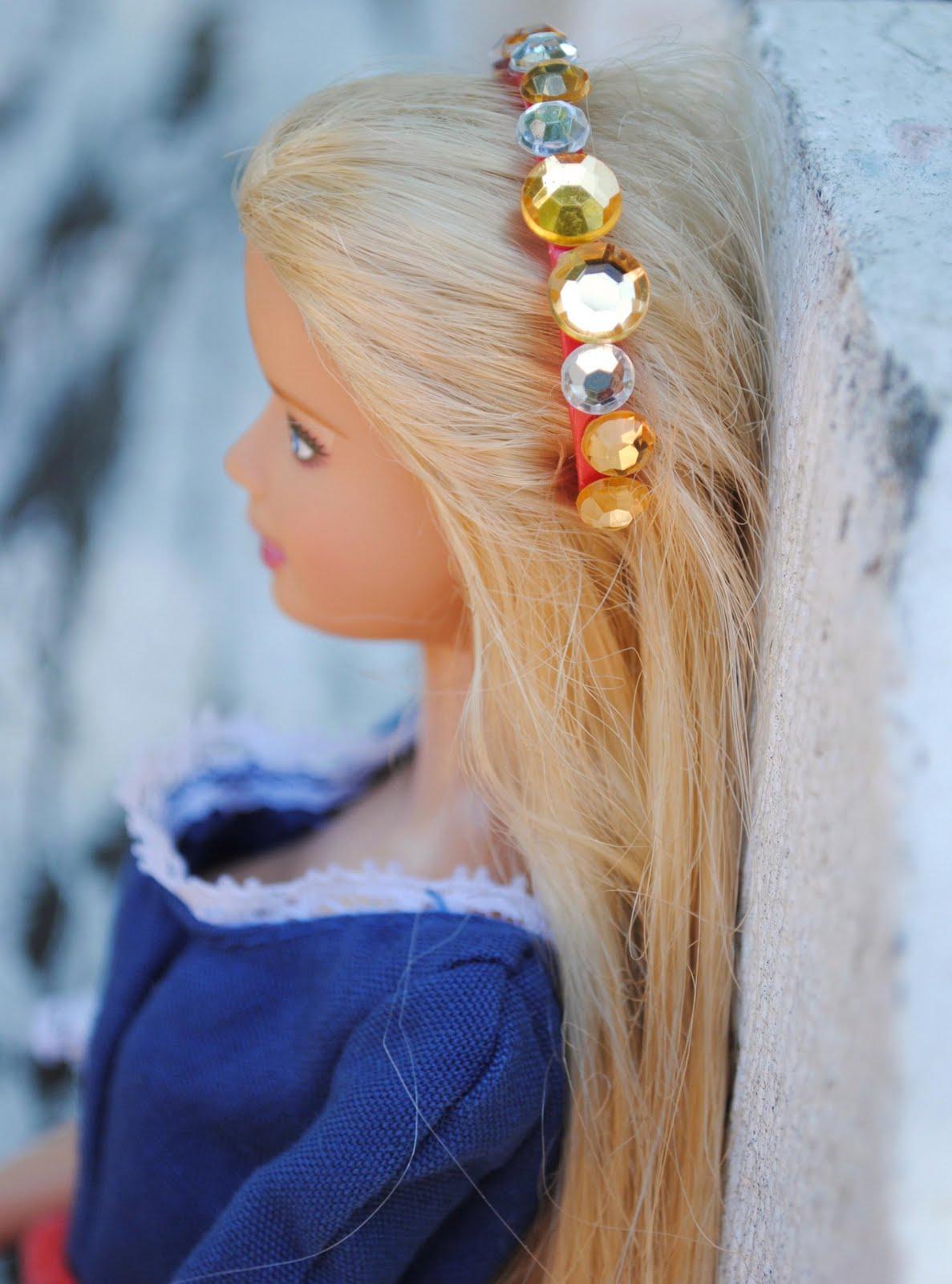 Как сделать украшение для куклы своими руками