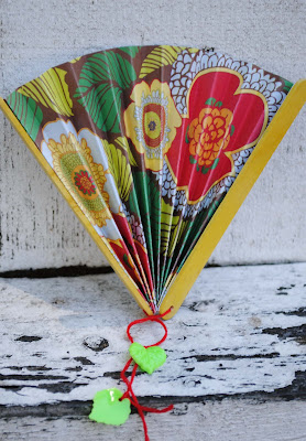 kid craft: paper fans