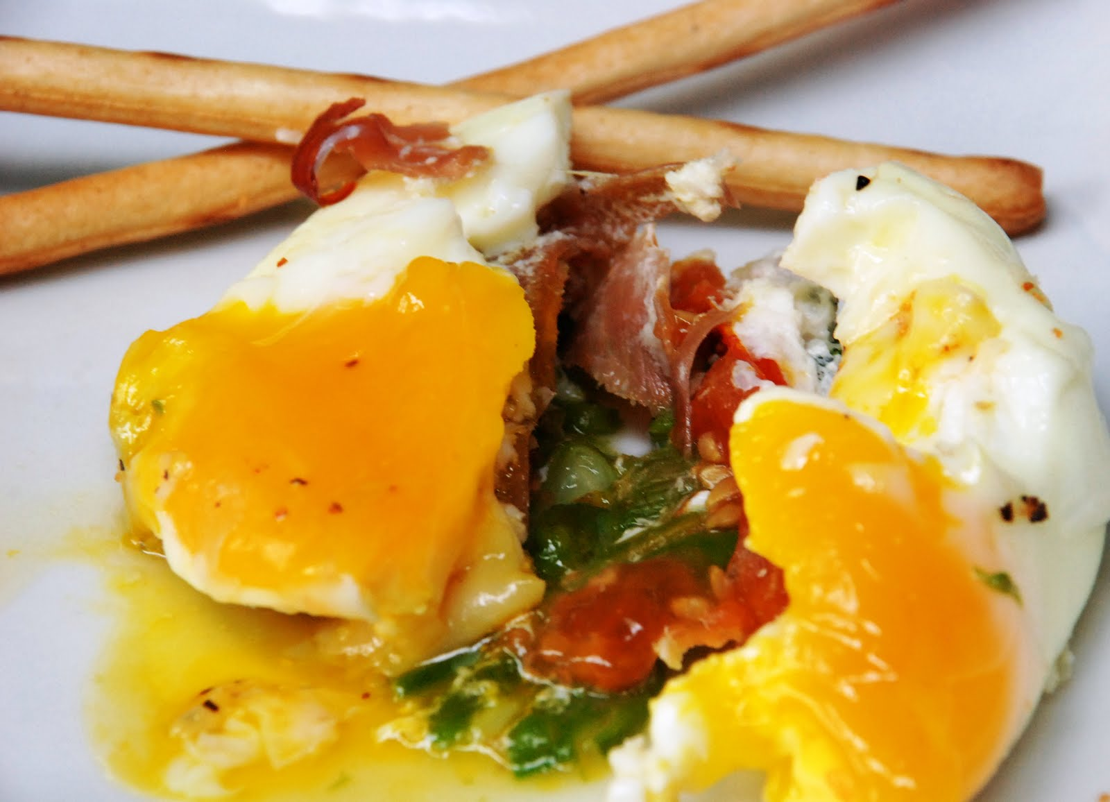 CupCakes and CrabLegs: Baked Egg With Prosciutto, Asparagus and Tomato