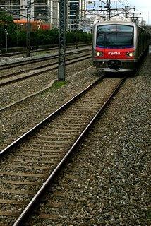 열차가 들어오고 있습니다. 이번 역은 가산디지털단지입니다.