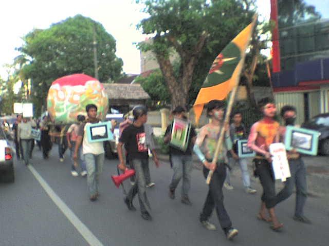 22 April Hari Bumi diperingati mahasiswa