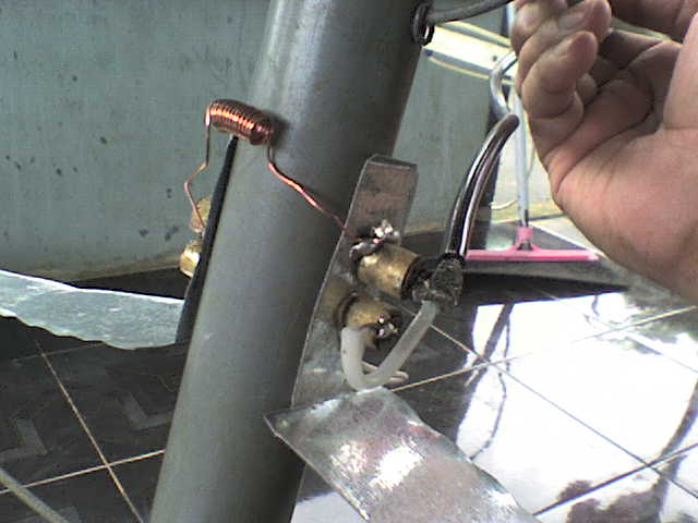 setelah selesai, kita turunkan antena, dan langsung memasang gulungan