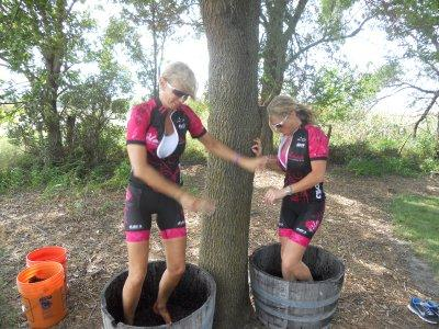 Site Blogspot   Womenbicycle on Velorosa Women S Cycling Team  Pink Gals Stomp Snus Hill Winery