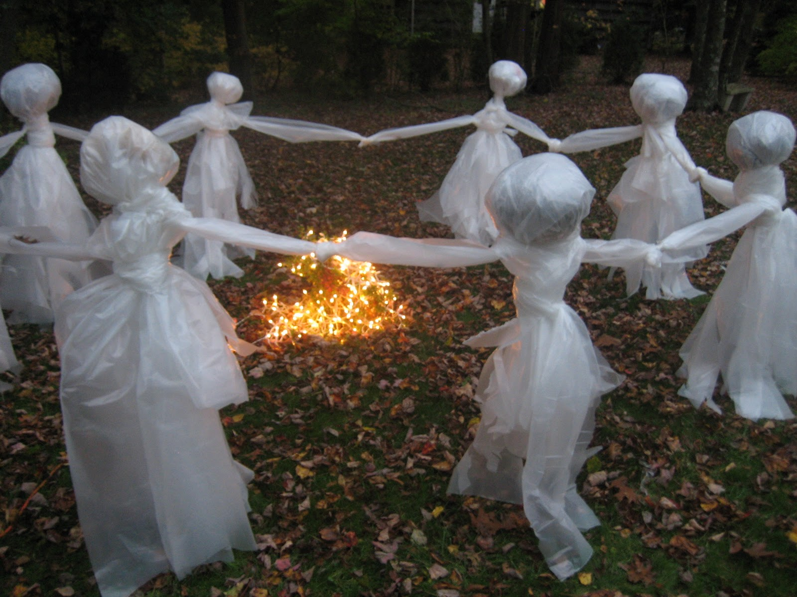 Homemade scary halloween decorations outside - Lawn Ghost Re Post