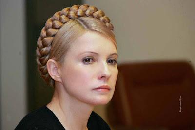 La mujer con corona de trenzas