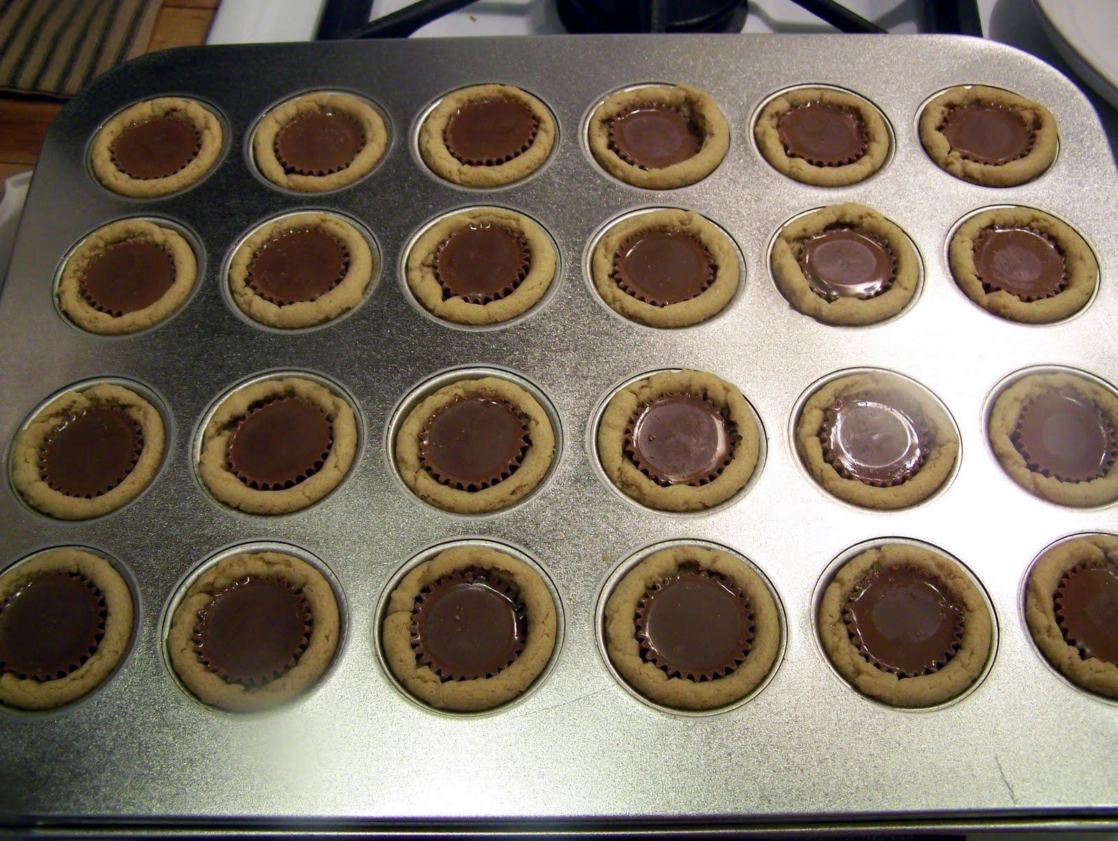 TheKitchenCookie: Peanut Butter Cup Tarts