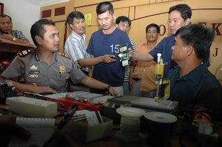 Kepolisian Batam yang telah menangkap para Pembobol ATM yang berasal dari Warga Negara Malaysia