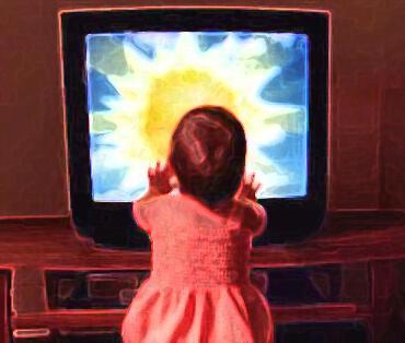 Un nino viendo tele animado - Imagui