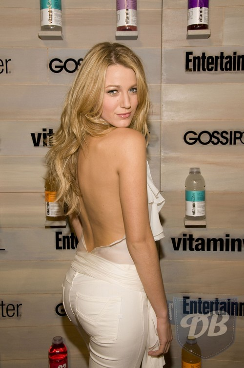 White jeans: http://www.denimblog.com/celebs/celebs-in-denim-blake-lively-in